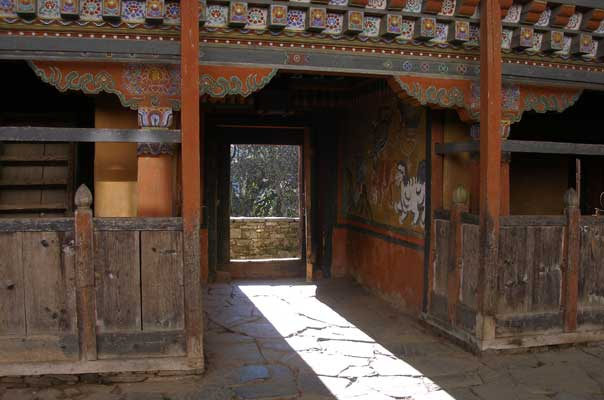 Main entrance to the nagtshang